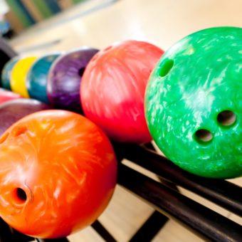 bowling_balls_rack_79926_3840x2400